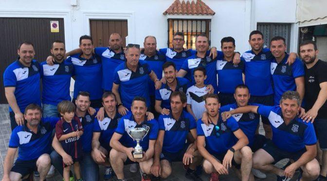 Los Veteranos del C.D. Fuentes celebran el segundo título de Liga consecutivo