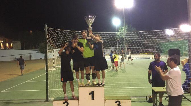 La Liga Local de fútbol sala del Poli de Verano disputa las finales (incluye vídeo)
