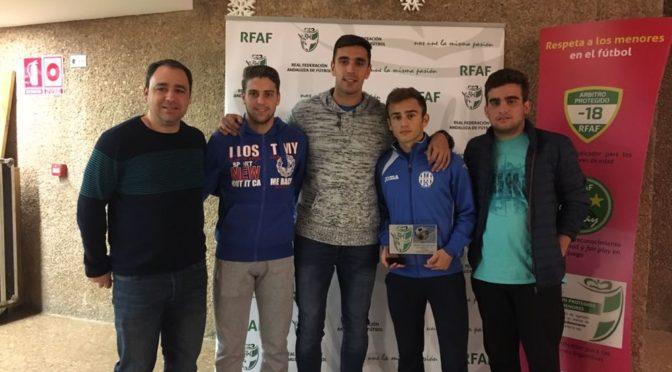 El equipo cadete de fútbol (2016/17) de 'La Cantera' premiado al Juego Limpio por la RFAF. El delegado de Deportes acude al acto de entrega