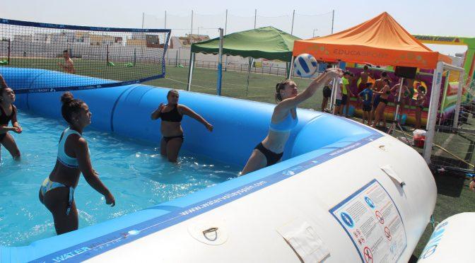 Water Voley: Una forma de hacer deporte en verano. 197 participantes disfrutaron de este evento deportivo