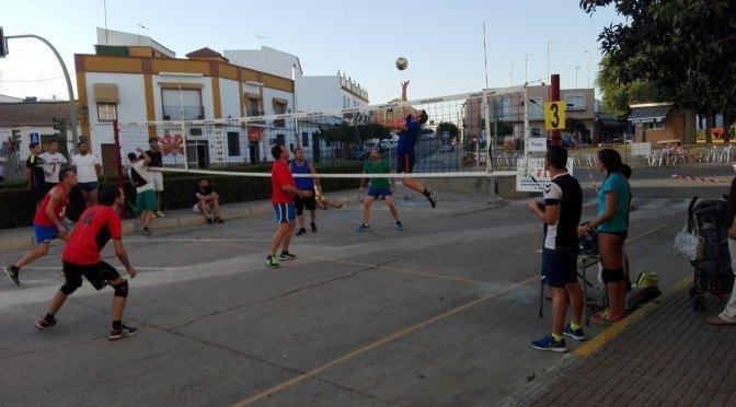 El torneo 'Voley Calle 3×3' verano 2016 congrega a más de 150 jugadores