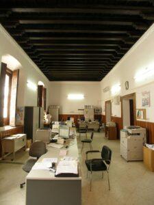 Imagen de sala con las vigas de madera
